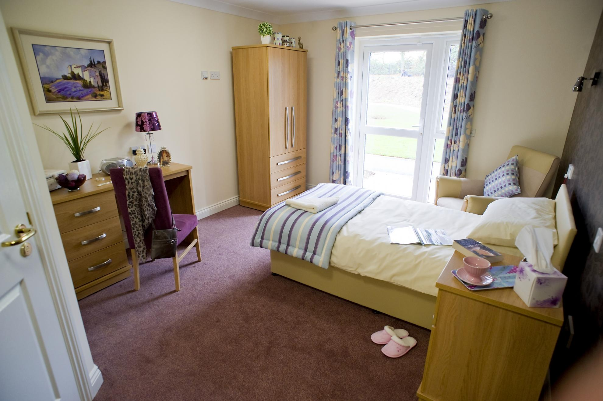 yarnton-care-home-bedroom.jpg