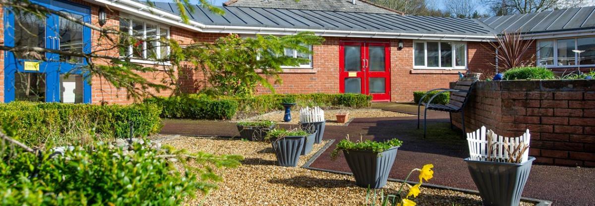 Allanbank care home garden